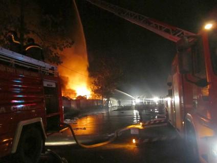 Lính cứu hỏa nhanh chóng có mặt