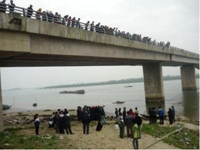 Cây cầu nơi em Trang tự vẫn
