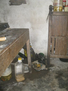 Một góc nhà bếp bị cháy đen thui
