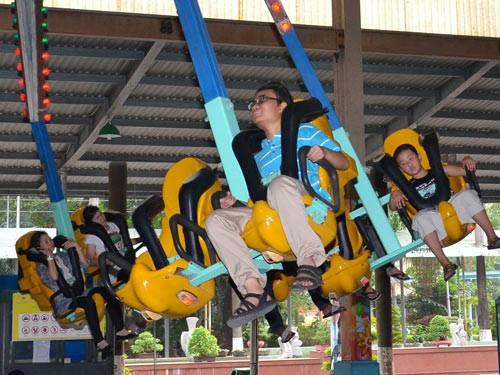 Khu trò chơi cảm giác mạnh tại Công viên Văn hóa Đầm Sen  sẽ là một trong những điểm thu hút du khách trong dịp lễ Giỗ Tổ Hùng Vương. Ảnh: TẤN THẠNH