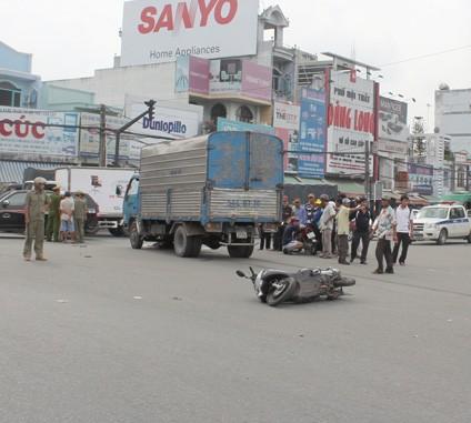 Hiện trường xe tải tông loạn xạ làm một tử vong, ba người trọng thương
