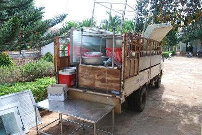 Đồ đạc xiết nợ được chở vể trụ sở Công an huyện Chư Prông