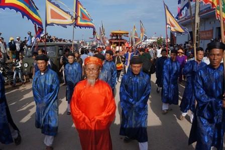 Lễ Khao lề thế lính Hoàng Sa được tổ chức trang nghiêm tại huyện đảo Lý Sơn ngày 28/4.
