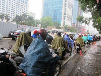 Cảnh ùn tắc do mưa lớn vẫn không tránh khỏi.