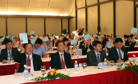 Hình ảnh: Cổ đông biểu quyết thông qua các báo cáo và phương hướng hoạt động của VietABank