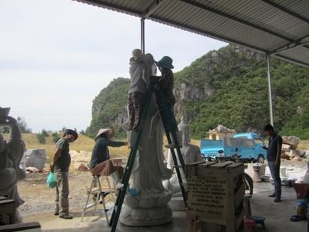 Những người thợ làm đá dưới chân Ngũ Hành Sơn