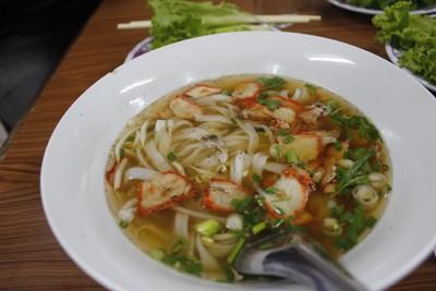Món phở được bán phổ biến ở Lào, đây là sự giao thoa văn hóa với Việt Nam, nhưng khi về với Lào thì món ăn này được người dân ở đây chế thêm những hương vị của Lào để tạo ra một mùi riêng biệt