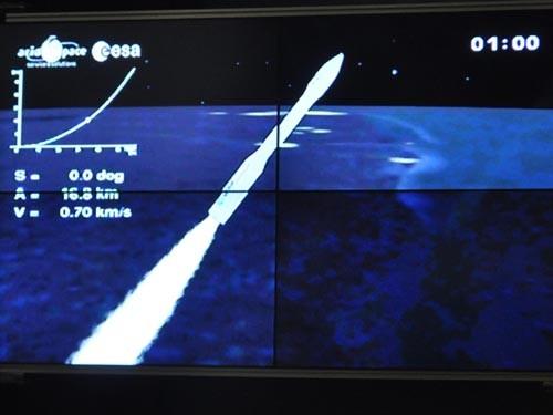 Tên lửa đẩy VEGA mang vệ tinh VNREDSat-1 bay lên quỹ đạo
