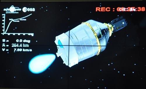 Tên lửa mang vệ tinh VNREDSat-1 sau khi tách vỏ