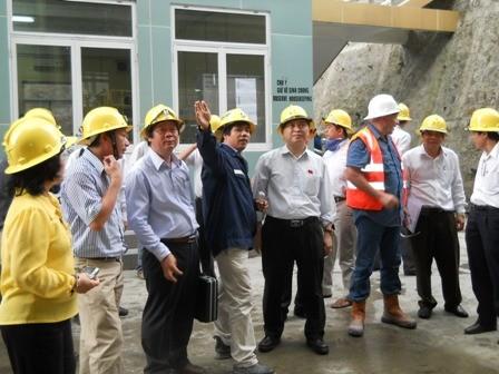 Đoàn công tác của Quốc hội kiểm tra làm việc tại mỏ vàng Đắk sa của Công ty Khai thác vàng Phước Sơn.
