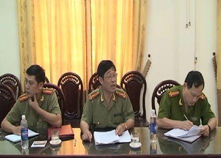 Công an huyện Quỳnh Lưu trong buổi làm việc với nhóm phóng viên