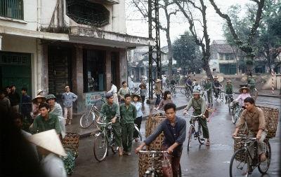 Thời bao cấp, Hà Nội đã từng thường xuyên kẹt đường vì xe đạp. Ảnh minh họa