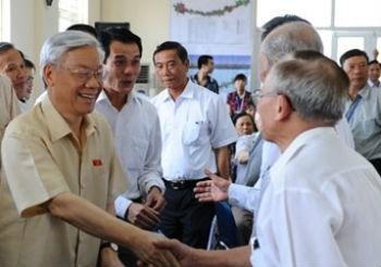 Tổng Bí thư Nguyễn Phú Trọng và cử tri quận Ba Đình Hà Nội hôm 13 tháng 5