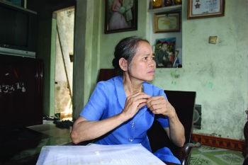 Bà Dảo bức xúc về việc xã tự ý cắt đất trong vườn nhà bà bán