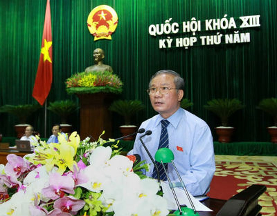 Chủ nhiệm Ủy ban Quốc phòng - An ninh Nguyễn Kim Khoa trình bày báo cáo giải trình trước Quốc hội