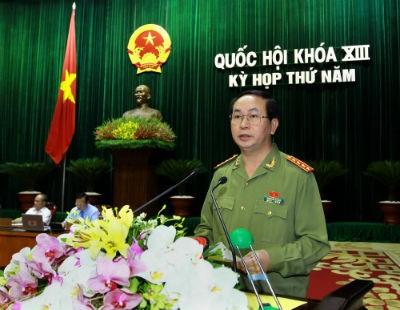 """Bộ trưởng Bộ Công an Trần Đại Quang: """"Đã nảy sinh hiện tượng cho nhiều hộ, nhiều người nhập hộ khẩu vào một hộ khẩu nhưng thực tế những người này lại không cư trú tại đây."""""""