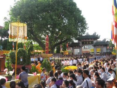 Hàng nghìn tăng ni phật tử tham gia đại lễ phật đản ở tổ đình Từ Đàm
