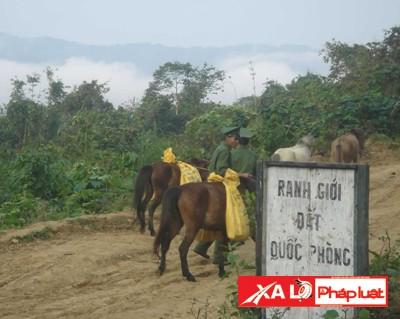 """Đoàn công tác chuẩn bị """"xẻ núi"""" đến làng Pêtapoot"""