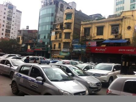 Bức tranh bát nháo của taxi Hà Nội