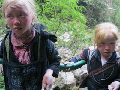 Hai chị em Ating Lúi và Ating Thị Liễn may mắn thoát chết nhiều lần