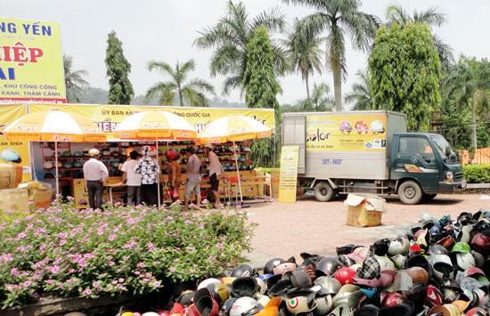Một điểm đổi mũ bảo hiểm của Công ty Á Long tại TP. Lào Cai