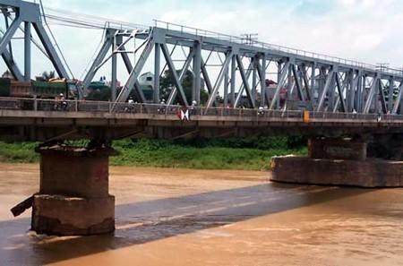 Khu vực cầu nơi nạn nhân bị ném xuống sông