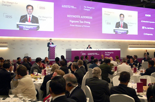 Sự kiện Thủ tướng tham dự và phát biểu với vai trò khách mời, diễn giả chính của Đối thoại Shangri La đã được giới truyền thông quốc tế quan tâm. Ảnh: VGP/Nhật Bắc.