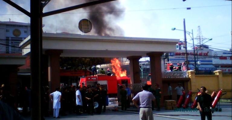 Cận cảnh đám cháy tại cây xăng