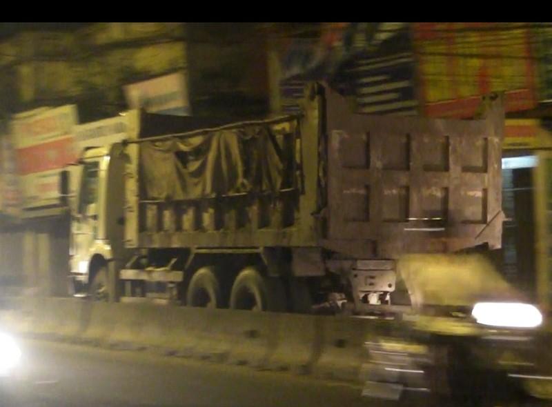 Những chiếc xe của doanh nghiệp vận tải Hùng Vĩ và Hợp tác xã Phú Phương