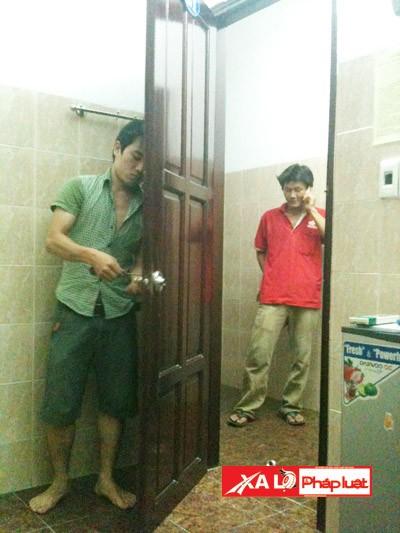 Sau khi đi xin việc, phóng viên bị nhốt trong phòng, luôn có người kè kè canh giữ