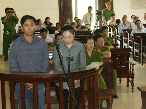 Vợ chồng Dương Thị Thúy Hà, Nguyễn Văn Bảy tại tòa