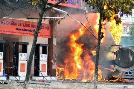 Hình ảnh đám cháy cây xăng mới xảy ra