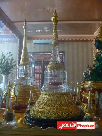 Hơn 30 bảo tháp đựng xá lợi Phật và các vị Thánh Tăng