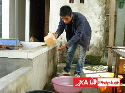 Nguồn nước tại địa phương bị nhiễm phèn nặng