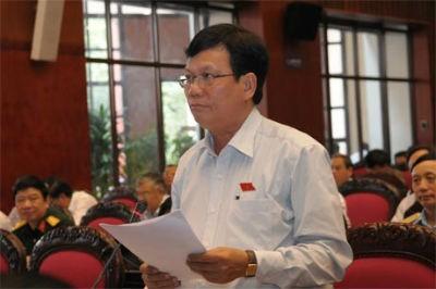 ĐBQH Huỳnh Văn Tính (Tiền Giang) phát biểu tại Hội trường