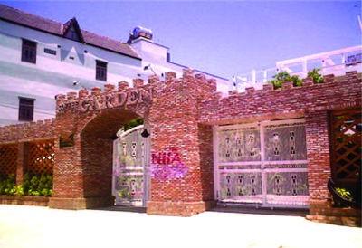 Nhà hàng Garden của ông Hậu tại số 448 đường Trần Qúy Cáp, TX.Ninh Hòa bị đóng cửa từ ngày 15/4/2013 đến nay