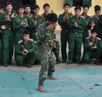 Màn biểu diễn của Hán Mạnh Hoàng.