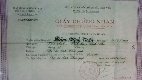 Tấm bằng được tẩy xóa mang tên ông Đàm Minh Tuấn