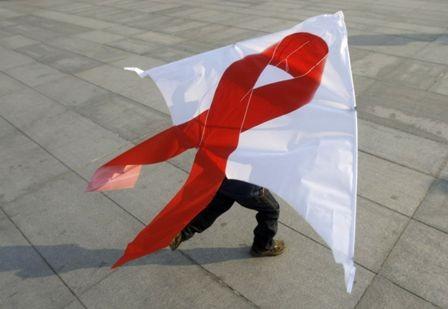 hoạt động của Hội Phòng, chống AIDS, các nhóm tự lực rơi vào bế tắc, khó khăn về mọi mặt nhân lực, vật lực và tài lực.