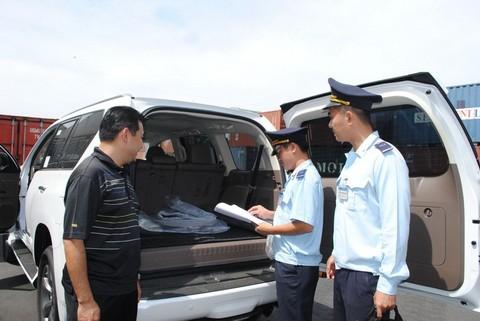 Theo thống kê của Cục Hải quan các tỉnh, thành phố, tính từ năm 2011 đến hết năm 2012,  cả nước đã có trên 1.400 xe ô tô được nhập khẩu vào Việt Nam  theo diện là tài sản di chuyển của Việt kiều hồi hương