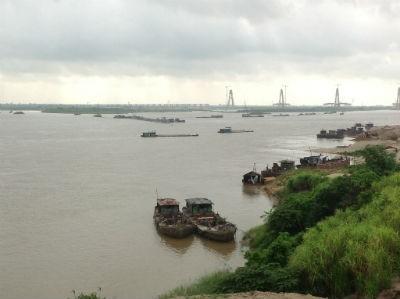 Cụm công trình dưới chân cầu Thăng Long hiện nay vẫn chưa được cấp phép xây dựng
