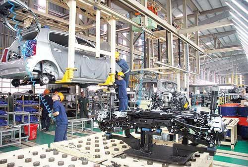 Lắp ráp ô tô tại Nhà máy Trường Hải. Ảnh: MH