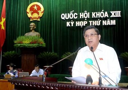 Ủy viên Ủy ban Thường vụ Quốc hội, Chủ nhiệm Ủy ban Kinh tế của Quốc hội Nguyễn Văn Giàu đọc Báo báo giải trình, chỉnh lý, tiếp thu ý kiến đóng góp về Luật đất đai (sửa đổi)