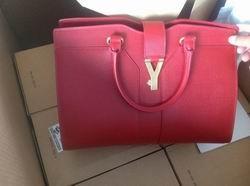 Túi xách nhập khẩu hiệu Gucci, doanh nghiệp khai báo là hàng Trung Quốc để trốn thuế.