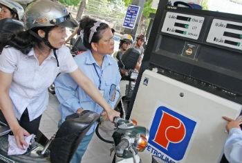 Doanh nghiệp xăng dầu sẽ được tăng giá dưới 5%. Ảnh: MH