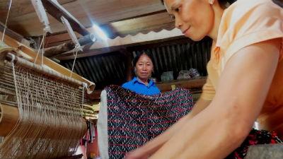 Bà Quan Thị Ngân vẫn đau đáu việc truyền cho con cháu giữ gìn một nét truyền thống văn hóa của dân tộc Tày Lâm Bình